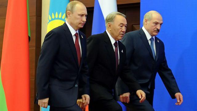 Путин СССРни қайта тиклашга уринаётганини рад этади