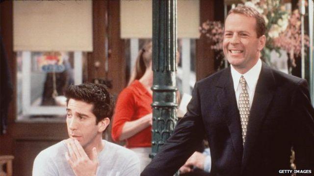 Varios famosos pasaron por el set de Friends, como invitados especiales. Entre ellos, Bruce Willis y Brad Pitt.