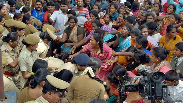 कर्नाटक में कूड़े के ढेर के कारण होने वाला विरोध प्रदर्शन