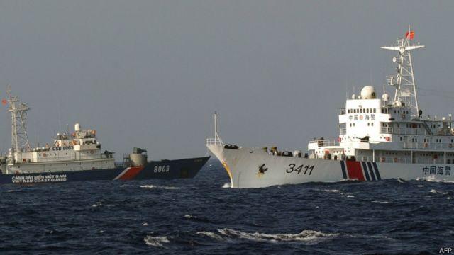 中國近期在中越糾紛海域設置鑽油平台引發越南方面派船隻抗議。