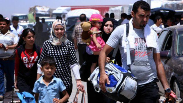 توجه معظم الفارين إلى المدن الكردية في الشمال.