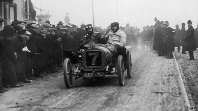 Carro de carrera doble de Peugeot, alrededor de 1895