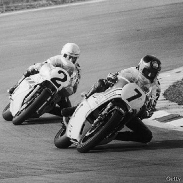 Motos Suzuki en una carrera de 1977