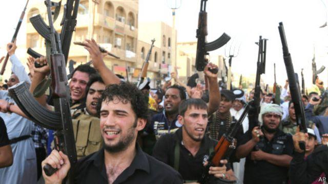 حضور داوطلبان شیعه برای جنگ با افراطیون سنی میتواند شکاف فرقهای را تشدید کند
