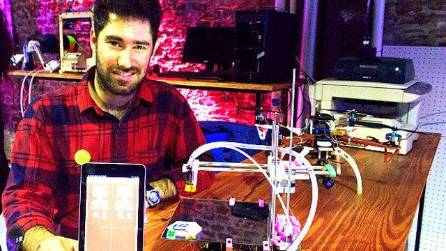 Alejandro Lozdziejski y la nueva impresora 3D