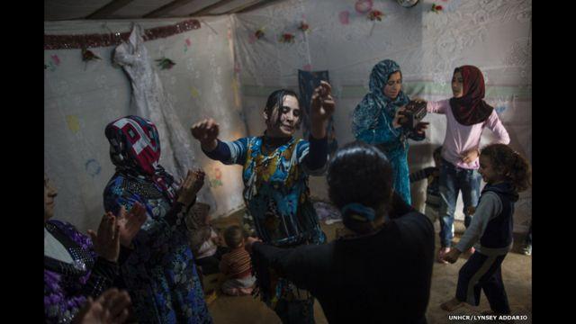 Беженки из Сирии на свадьбе