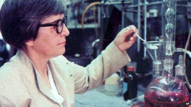 Stephanie Kwolek inventó una fibra cinco veces más resistente que el acero.