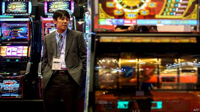 隨著中國經濟放緩影響到了商家財富,來澳門一擲千金的豪賭客戶變得越來越少。