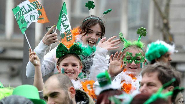 Hộ chiếu Cộng hòa Ireland 'nay có giá' ở Anh