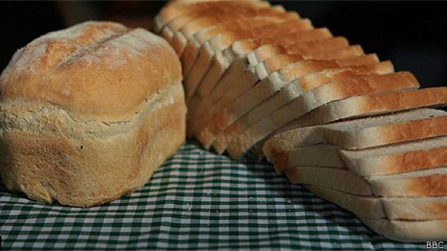El pan industrial tiene ingredientes que no tiene el casero, como conservantes y azúcares.