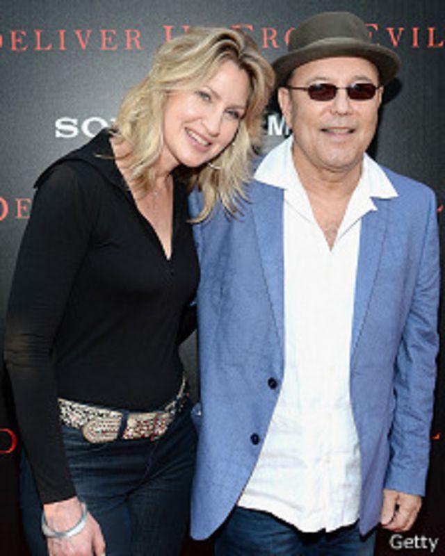 Rubén Blades y su esposa
