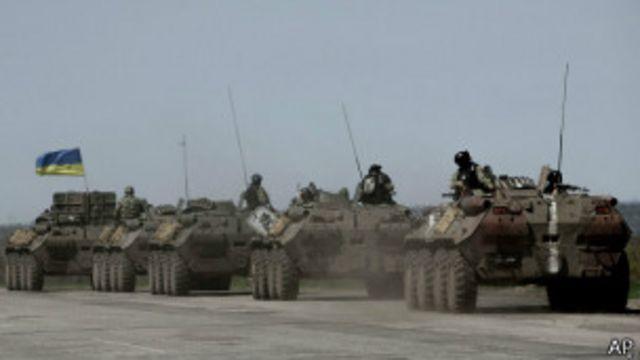 Украинские войска на марше в Донбассе