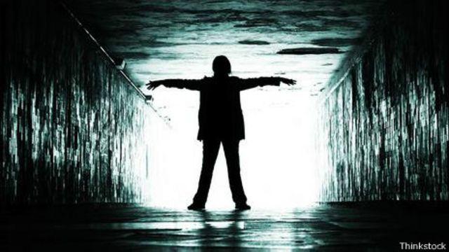 Ver la luz al final del túnel no es necesariamente lo más cerca que uno puede estar de la muerte.