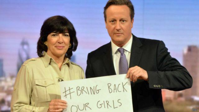 Firaministan Birtaniya David Cameron da mai gabatar da shiri a tashar talabijin ta CNN Christiane Amanpour dauke da kwali da aka rubuta Bring Back Our Girls watau a dawo mana da 'yan matan mu, a wani shiri na Andrew Marr