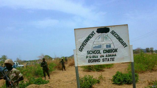 A ranar 14 ga watan Aprilu 2014 'yan Boko Haram suka shiga da mota suka sace 'yan mata fiye da 200 da bakin bindiga a makarantar sakandaren Chibok a arewa maso gabashin Nigeria