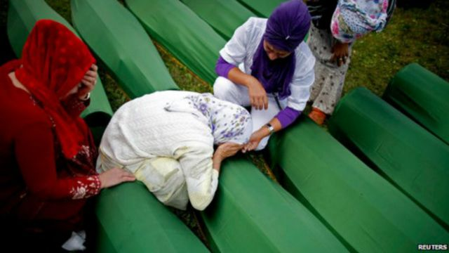 مئات البوسنيين عادوا إلى سربرينيتسا الأسبوع الماضي لاحياء الذكرى ال19 للمذبحة