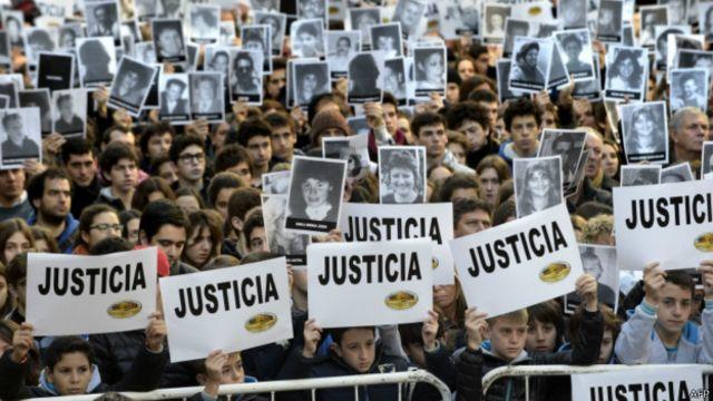 Marcha de víctimas de la AMIA
