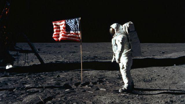 Astronavtların Ay gəzintisi lentə alınaraq bütün dünyada nümayiş etdirilmişdi.