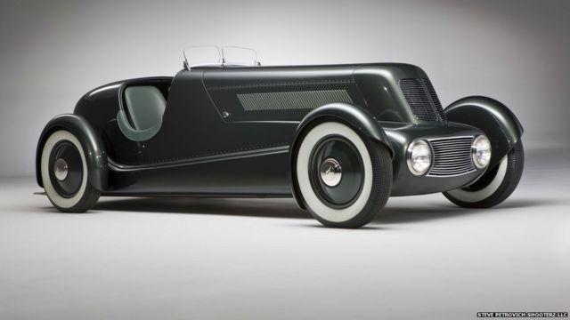 အရေအတွက် အကန့်အသတ်နဲ့သာ ထုတ်လုပ်ခဲ့လို့ အများ မမြင်တွေ့ဖူးတဲ့ ဒီဇိုင်းဆန်းသစ်တဲ့ ကားအဟောင်းတွေကို အတ္တလန်တာ မြို့က High Museum of Art မှာ ပြသနေ။ ဖို့ဒ်ကား ကုမ္ပဏီ ထူထောင်သူ ဟင်နရီ ဖို့ဒ်ရဲ့ သား Edsel Ford ရဲ့ ၁၉၃၄ မော်ဒယ် ဒီဇိုင်း။ Edsel Ford Model 40 Special Speedster, 1934