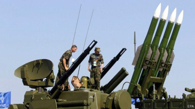 به گفته منابع اطلاعاتی آمریکا ارتش روسیه مسئول تحویل موشک بوک و آموزش شبهنظامیان بوده است