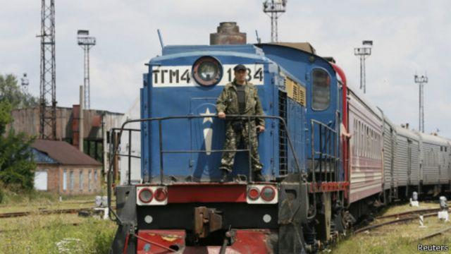 اجساد تعدادی از قربانیان سقوط هواپیمای مالزیایی به منطقه تحت کنترل دولت اوکراین رسید