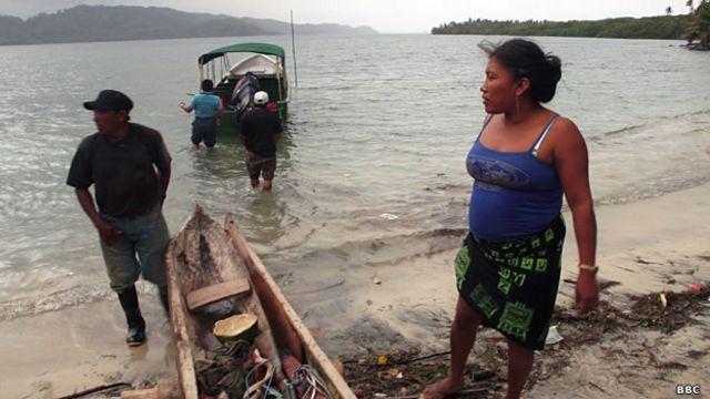 Pescadores kuna en Puerto Inabaginya.
