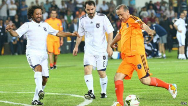 Recep Tayyip Erdogan (kaus oranye)