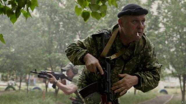 Сепаратисты во время боев в Луганске