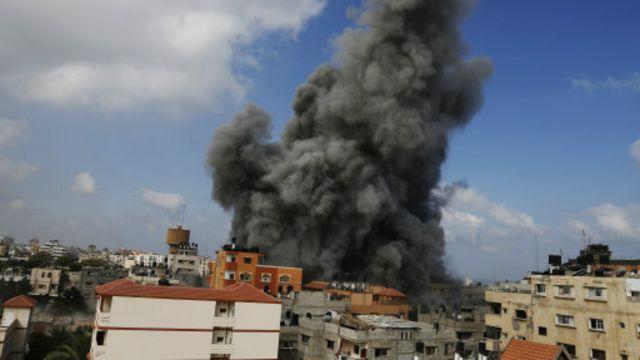 قصفت إسرائيل الخميس مقر محطة الأقصى التليفزيونية التابعة لحركة حماس.