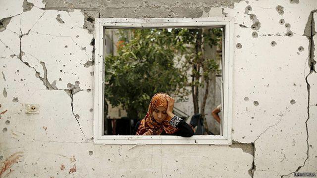 Тысячи жителей Газы были вынуждены покинуть свои дома из-за продолжающегося конфликта между боевиками ХАМАС и Израилем