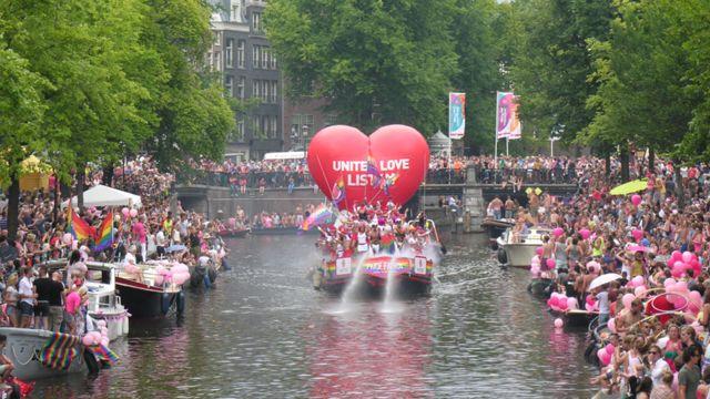 """""""گی پراید"""" آمستردام یکی از بزرگترین جشنوارههای جوامع همجنسگرا و ترانس محسوب می شود"""