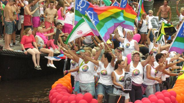 عده از مدافعان حقوق همجنسگرایان در ایران نیز در مراسم آمستردام شرکت داشتند