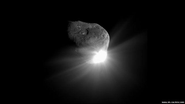 ၂၀၀၅ ဇူလိုင်မှာ Deep Impact မစ်ရှင်ကနေ ရရှိခဲ့တဲ့ 9P/Tempel ကြယ်တခွန်ရဲ့ ဓာတ်ပုံ။
