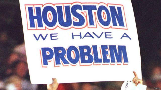 "Фраза ""Хьюстон, у нас проблема"" на плакате"