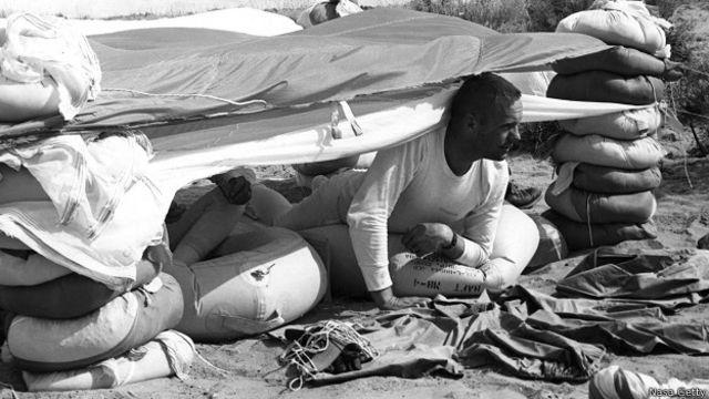 Нил Армстронг во время подготовки к полету