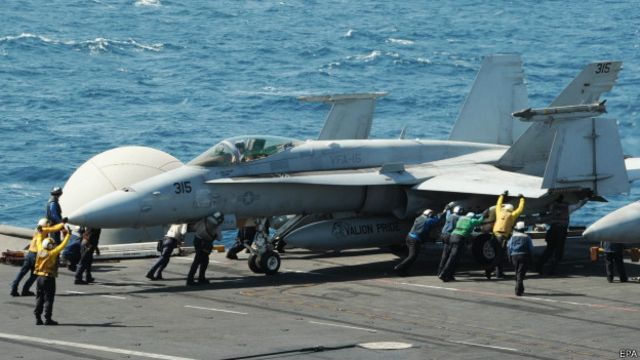 F/A-18C Hornet en el portaviones George H W Bush