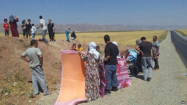 تقطعت السبل بالايزيديين إذ لجأوا إلى جبال سنجار خوفا من تنظيم الدولة الإسلامية
