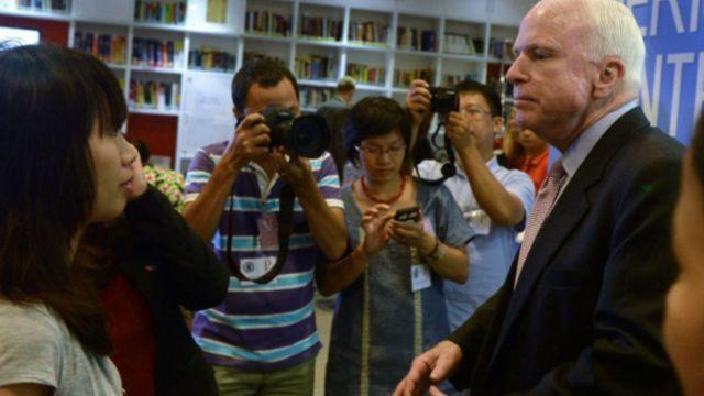 Ông McCain đang tích cực vận động nới lỏng lệnh cấm bán vũ khí cho Việt Nam