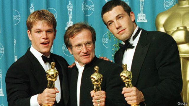Robin Williams flanqueado por Ben Affleck y Matt Damon