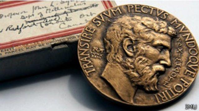 نیمرخ ارشمیدس بر مدال فیلدز نقش بسته است
