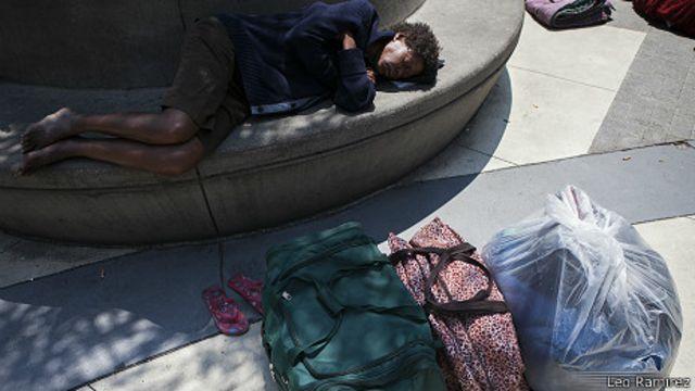 Mujer en Skid Row, en Los Ángeles