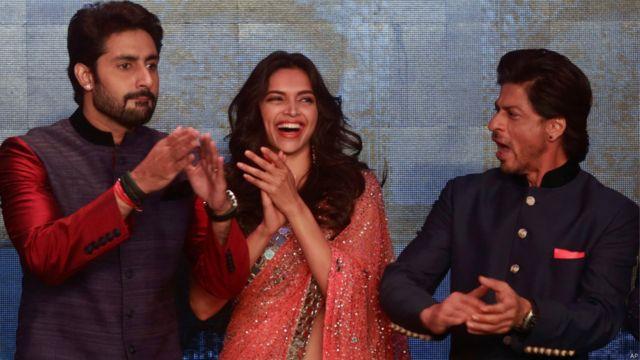 'हैप्पी न्यू ईयर' फिल्म के कलाकार अभिषेक बच्चन, दीपिका पादुकोण, शाहरुख खान