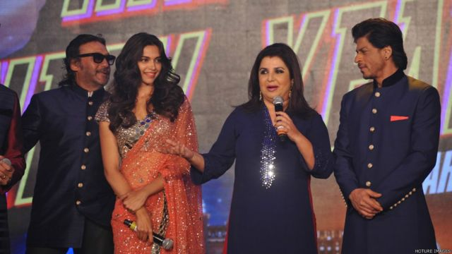 'हैप्पी न्यू ईयर' फिल्म के कलाकार जैकी श्रॉफ, दीपिका पादुकोण, शाहरुख खान और फराह खान