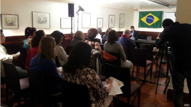 Brasileiros no exterior criam petição para poder votar em senadores e deputados – BBC News Brasil