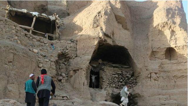 بہت سے غاروں میں کھڑکی دروازے لگائے گئے ہیں