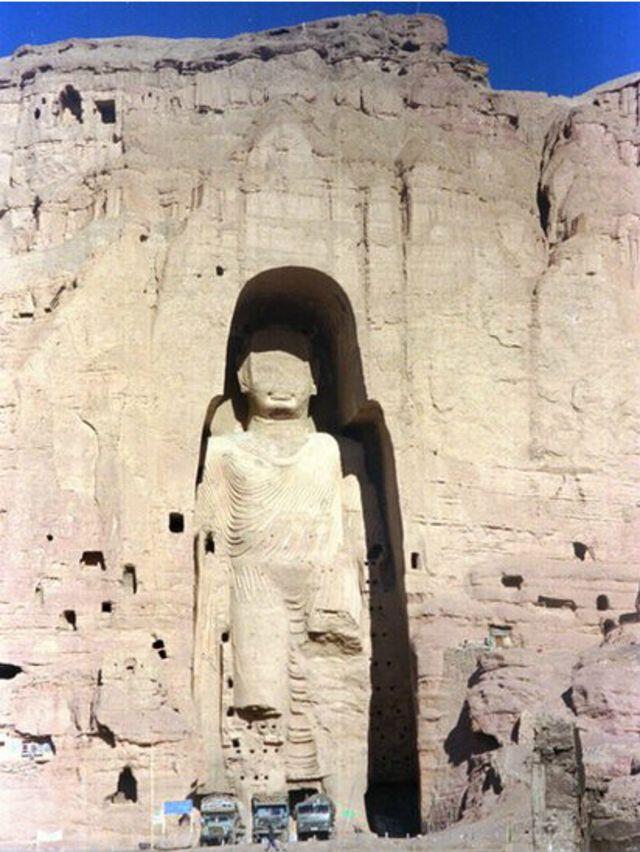 تقریبا 2000 سال قدیم مہاتما بدھ کے مجسمے کی تصویر جو سنہ 1997 میں لی گئی تھی