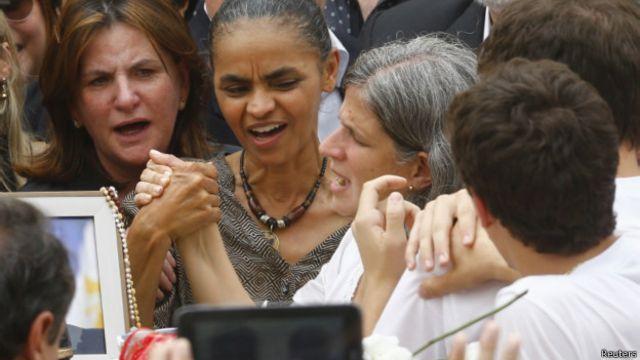 Familiares, políticos e pernambucanos se despedem de Eduardo Campos – BBC News Brasil