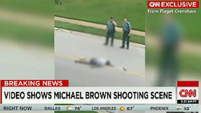 El cadáver de Brown en el video de la testigo Piaget Crenshaw