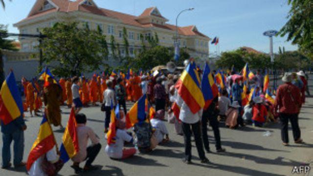 Nhiều cuộc biểu tình phản đối Việt Nam đã diễn ra trước tòa đại sứ Việt Nam tại Phnom Penh trong thời gian gần đây