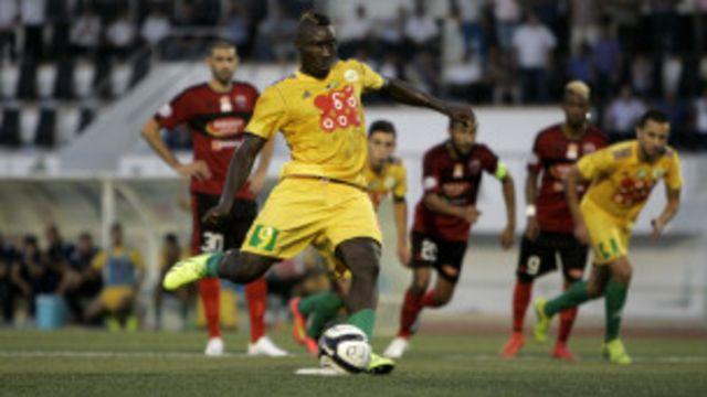 Le joueur camerounais Albert Ebossé avait transformé un pénalty dans la ville de Tizi Ouzou, le fief des kabyles.
